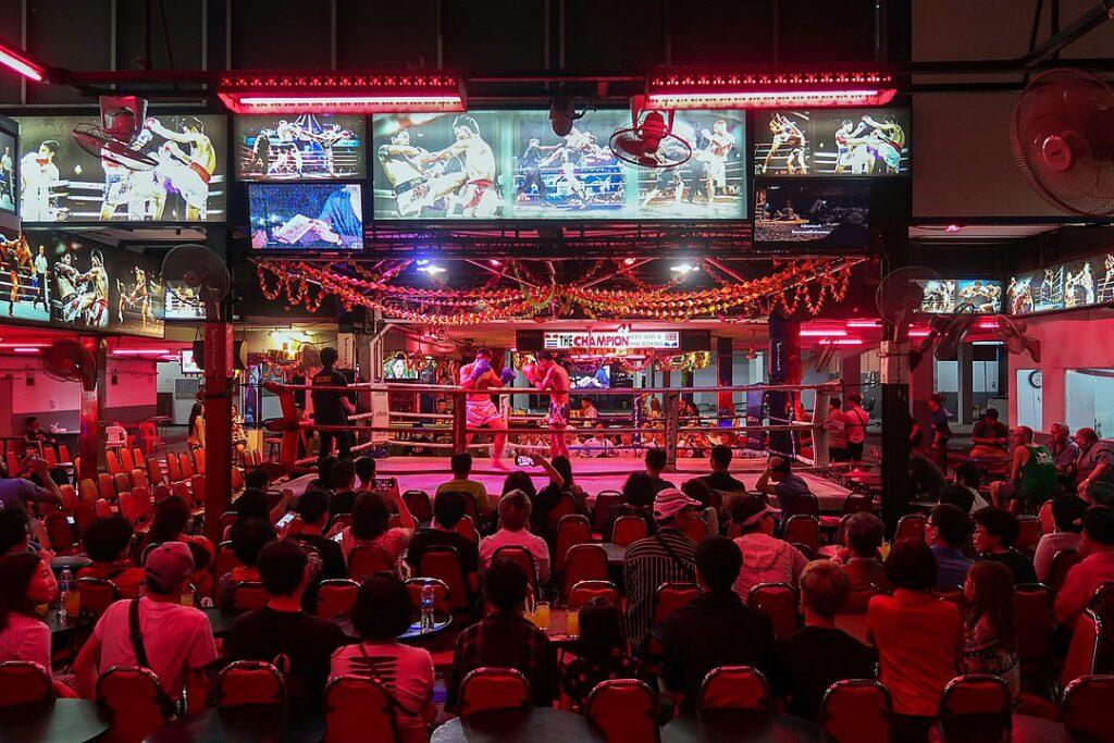 Boxing_show_at_pattaya_street