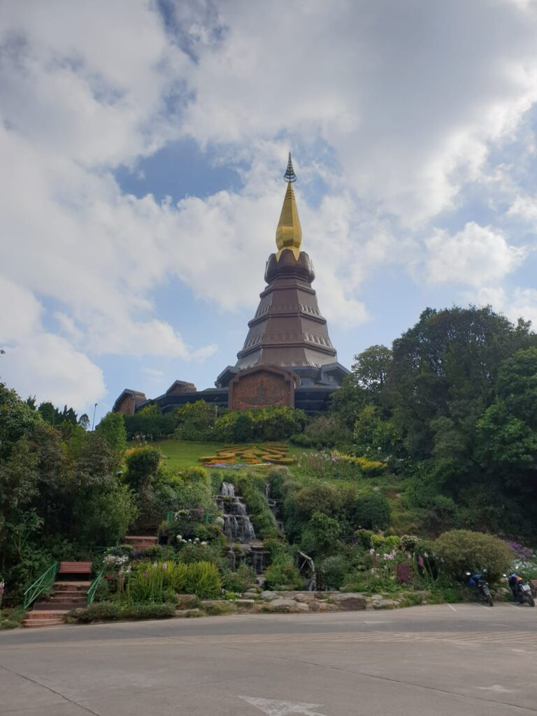 Doi_inthanon_national_park_and_temple