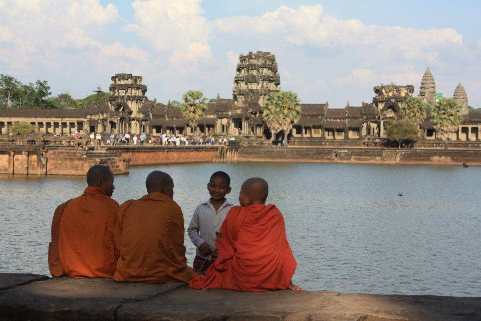 Buddhist_Monk_at_Angkor_Wat