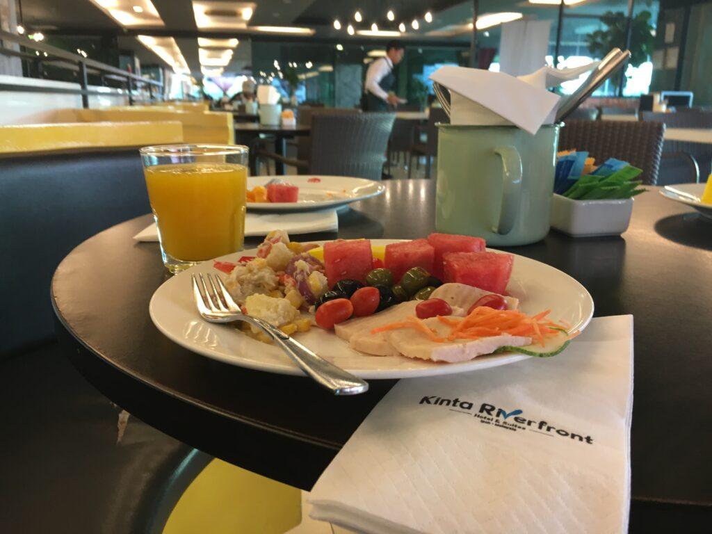 Breakfast-at-kinta-riverfront-in-ipoh
