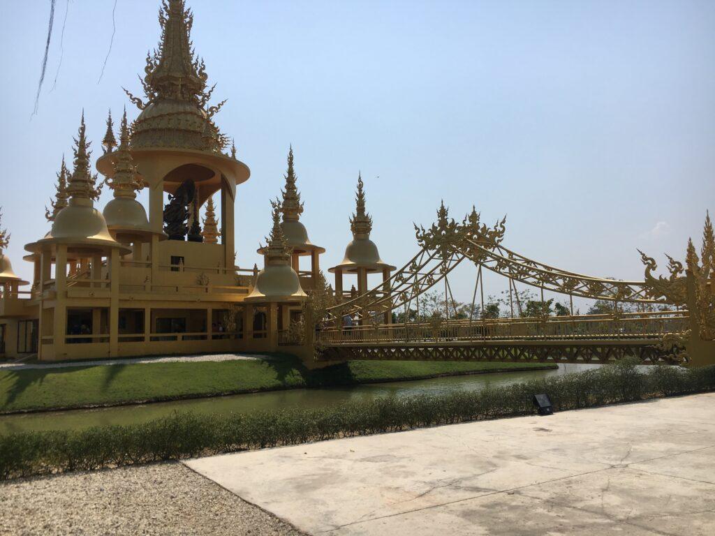 golden-bridge-of-white-temple