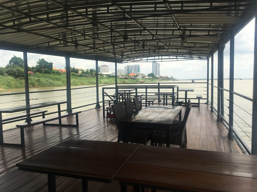 Dineout_near_the_water_at_silk_island