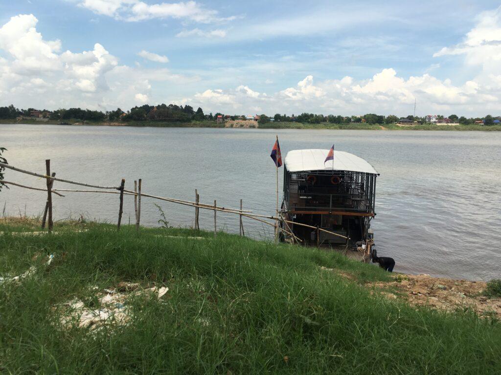 Boat-at-silk-island-cambodia
