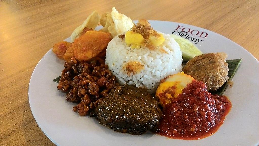 Nasi_lemak_malaysian_cuisines