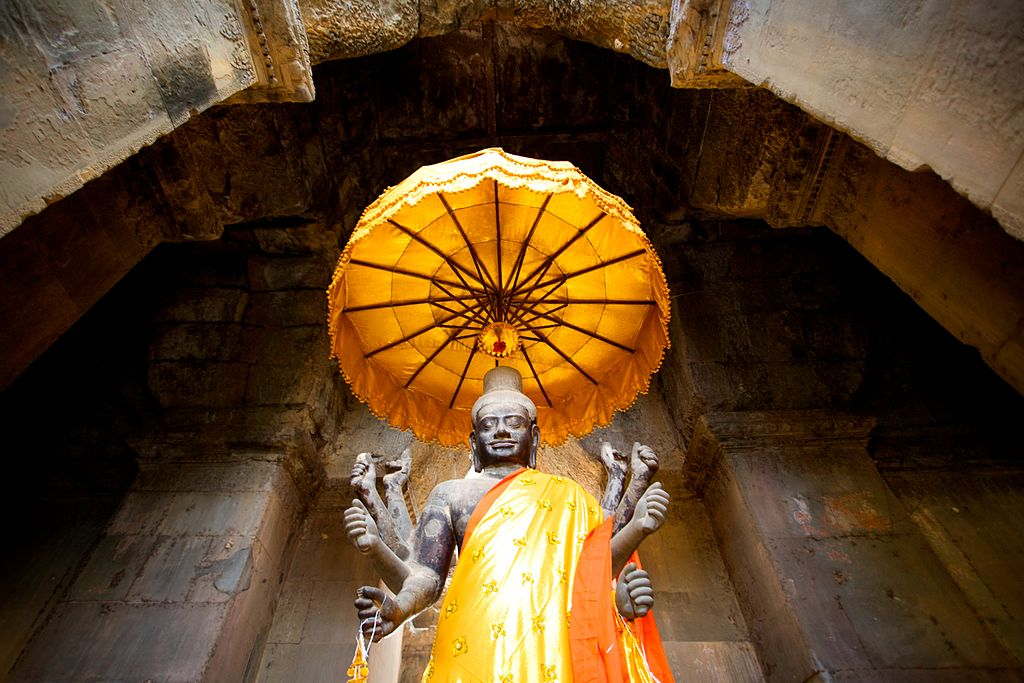 Statue_in_Cambodia_angkor_wat