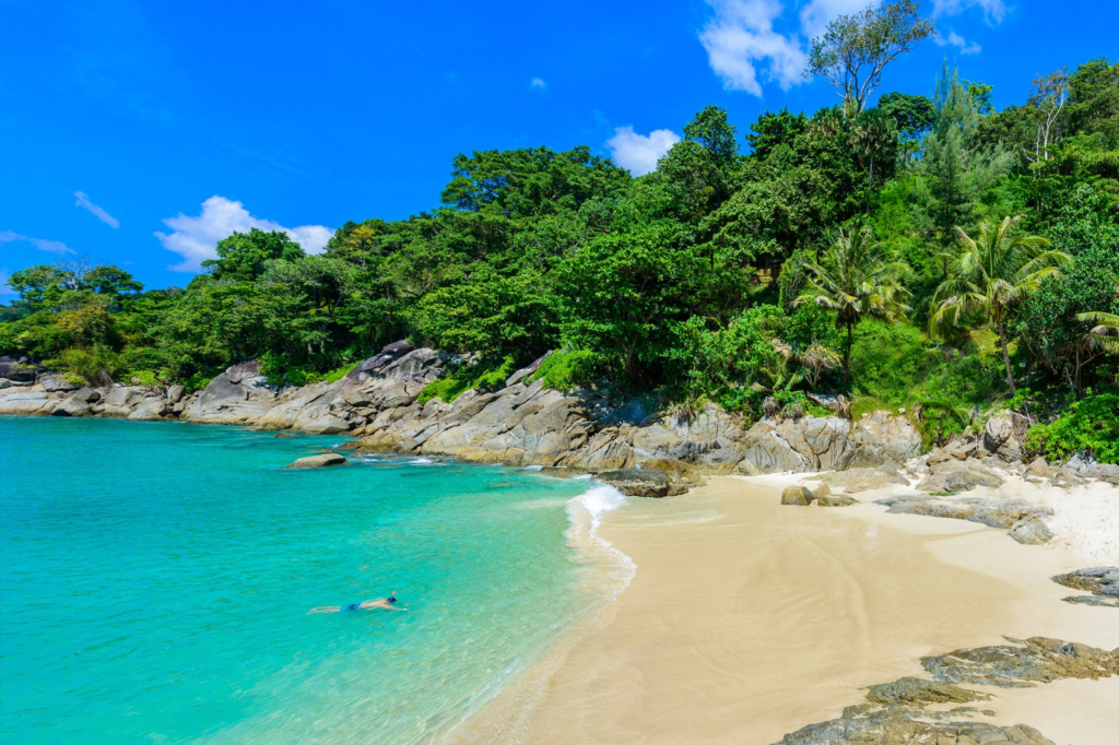 Freedom_beach_at_phuket