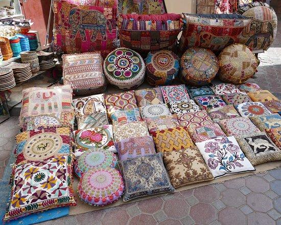 bur-dubai-souk-pashmina-shawls